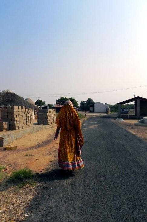 Gujarat_Khavda_LadyinYellow