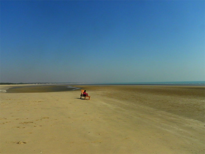 The deserted beach at Mandvi, accessed by a sandy path from next to the gate of the Mandvi palace