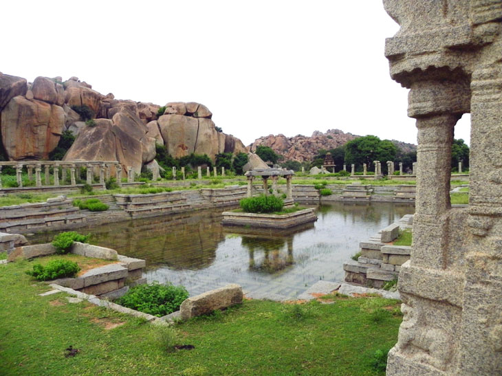 Hampi_AchyutarayaTemple_PublicBath