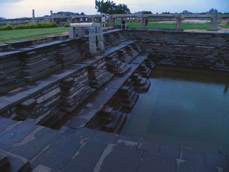 Hampi_PalaceComplex_EveningTank