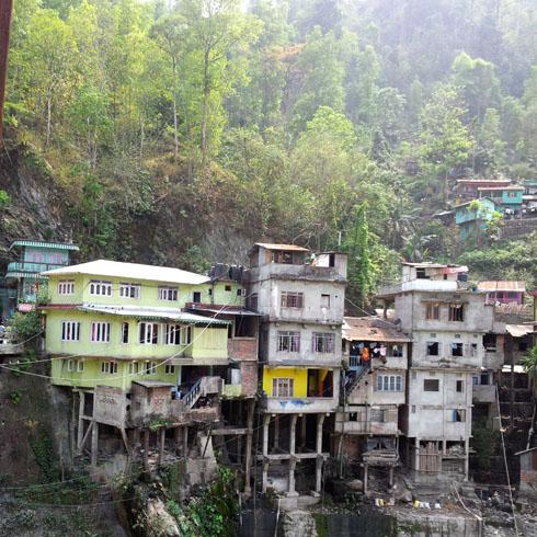 Kalimpong_DriveToKalimpong_RoadsideHouses