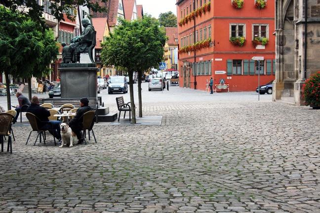 Dinkelsbuehl - Cafe and bulldog