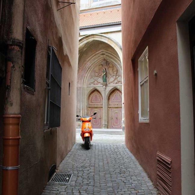 Dinkelsbuehl - Scooter in alley