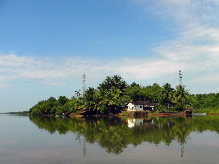 Goa - Ride down the river.JPG