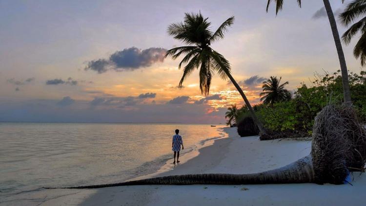 Sunset on the leeward side of Thinnakara island