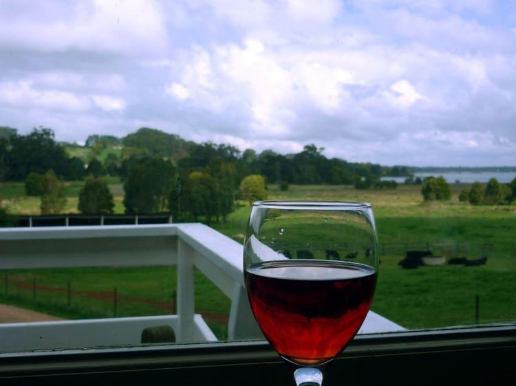 Sydney - Southern highlands wine and fields