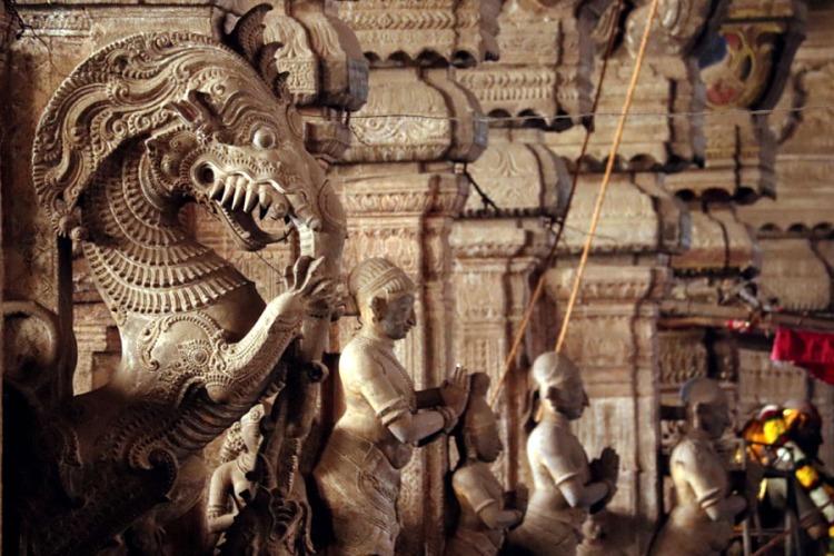 Madurai - Pudumandapa central hall statues