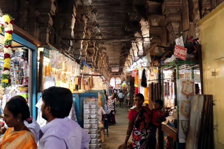 Madurai - Pudumandapa stalls