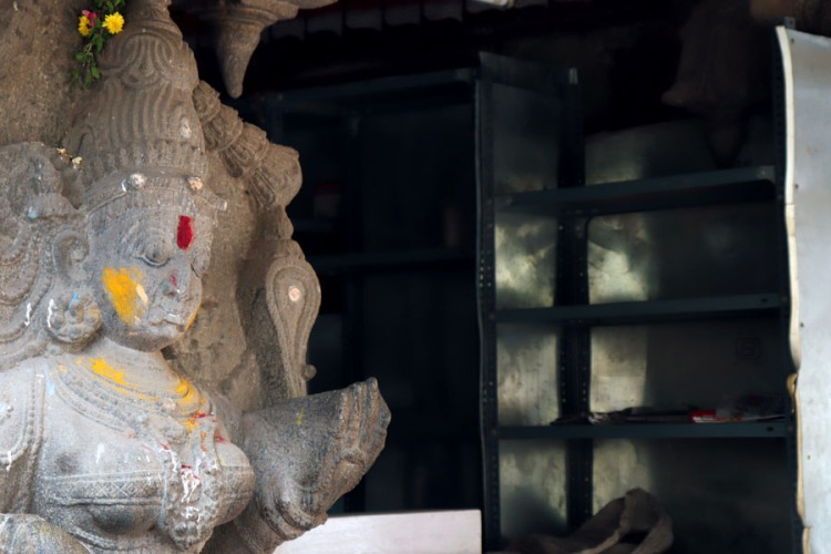 Madurai - Satue and shelves
