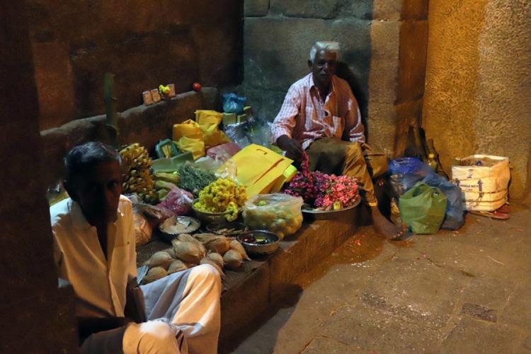 Thanjavur - Flower sellers