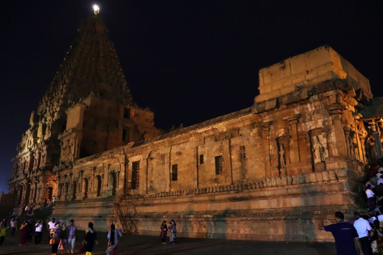 Thanjavur - Temple left view