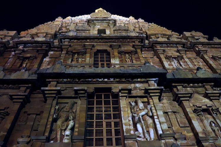 Thanjavur - Temple top facade